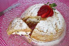 Lo zuccotto con panna e gocce di cioccolato Bimby è un dolce che riprende una preparazione tipica della tradizione culinaria fiorentina. Ecco la ricetta