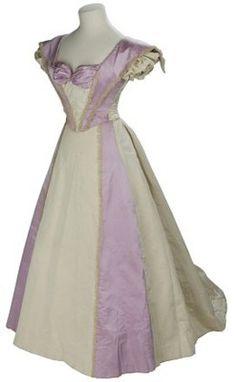 Evening dress, 1895-1899 London, the V & A Museum