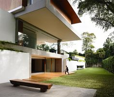 An Ageless Modern Architectural Design of 65BTP House in Singapore | Home Design Lover