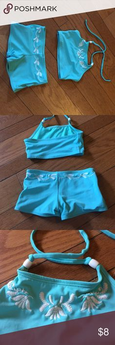 GAP KIDS 2 PIECE SUIT (size 4/5) Auqua Gap 2 piece suit.  Bottoms are boy short style and top is full cover halter.  Both have white embroidering and are in great condition.  Non-smoking home GAP Swim Bikinis