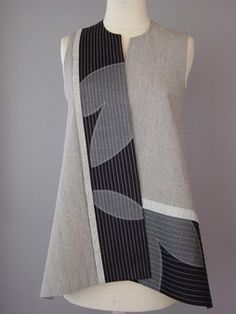 Long Round Neck Vest with Abstract Shapes and Teal Accent -- I don't see teal, but that'd be good -- add standing collar. Blouse Batik, Batik Dress, Kimono, Batik Fashion, Moda Vintage, Creation Couture, Mode Inspiration, All About Fashion, Sewing Clothes