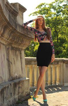 Summer colours #fashion #fashionblogger #makeup #outfit #summer #streetstyle Summer Colours, Outfit Summer, Fashion Bloggers, Outfit Of The Day, That Look, Mini Skirts, Women's Fashion, Street Style, Style Inspiration