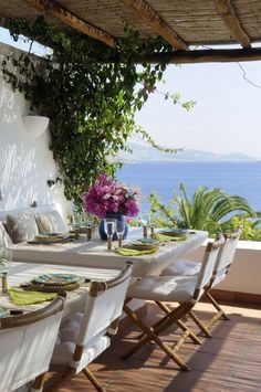 al fresco by the sea - wish I lived at the sea and had a view like this!