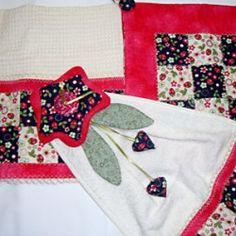 Como fazer um bate-mão decorado com patchwork e flor de tecido
