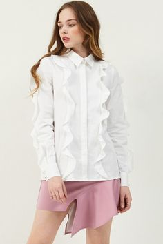 Betty Pearl Ruffle Blouse >>Discover the latest fashion trends online at storets.com  #ruffleblouse #whiterufflw #whiteruffleblouse