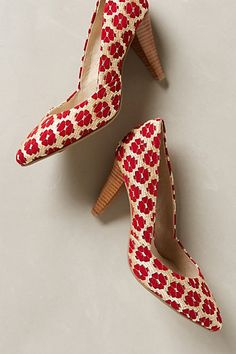 Anthropologie Seychelles Great Beyond Heels Tippy Pumps Red Gold 7 5 M Shoes Pretty Shoes, Beautiful Shoes, Cute Shoes, Me Too Shoes, Beautiful Things, Shoe Boots, Shoes Heels, Pumps, Crazy Shoes