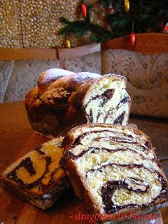 Dragostea in bucate: COZONAC PUFOS CU NUCA SI CACAO FARA FRAMANTARE Pastry And Bakery, Pastry Cake, Cookie Recipes, Dessert Recipes, Romanian Desserts, Artisan Food, Home Food, Cacao, Sweet Bread
