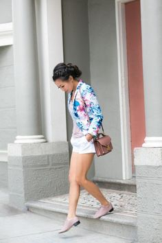 Floral print is definitely the hottest trend for spring and summer, and this spring if you want to look stylish and trendy wear floral jacket and blazer. Blazer Floral, Floral Jacket, Petite Fashion, Love Fashion, Fashion Beauty, Floral Fashion, Moda Petite, Wendy's Lookbook, Ballerinas