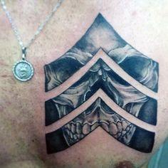 Military Skull Tattoo Design Lower Back Tattoos – skull tattoo sleeve Patriotische Tattoos, Detailliertes Tattoo, Tattoos Skull, Badass Tattoos, Back Tattoos, Feather Tattoos, Chest Tattoo, Trendy Tattoos, Sleeve Tattoos