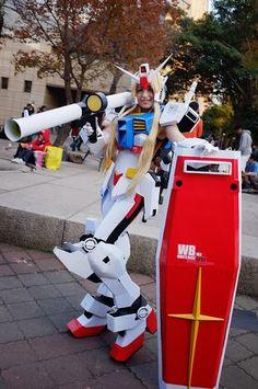 Gundam. View more EPIC cosplay at http://pinterest.com/SuburbanFandom/cosplay/...