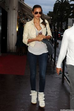 2012 > MAY 21 - IRINA SHAYK ARRIVING AT THE AIRPORT IN NICE, FRANCE