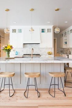 Mind-Blowing Kitchen Bar Ideas – Modern and Functional Kitchen Bar Designs Kitchen Bar Design, Functional Kitchen, Awesome Kitchen, Bar Ideas, Kitchen Inspiration, Cool Kitchens, Modern, Table, Furniture