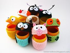 Aren't these little egg covers just the cutest things? If you like amigurumi, you'll like this new site . Joke and her boyfriend are both crocheters and fans of amigurumi. Crochet Diy, Crochet Frog, Crochet Gratis, Crochet Dolls, Cotton Crochet, Easter Crochet Patterns, Amigurumi Patterns, Amigurumi Toys, Amigurumi Tutorial