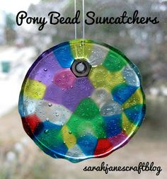 Plastic Pony Bead Suncatchers – Beading and Clothes Plastic Bead Crafts, Melted Bead Crafts, Pony Bead Crafts, Crafts With Pony Beads, Pony Bead Projects, Melted Bead Suncatcher, Melted Pony Beads, Easy Crafts, Crafts For Kids