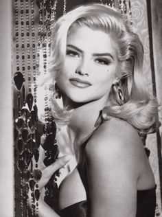 Google Image Result for http://images.fanpop.com/images/image_uploads/Anna-Nicole-Smith-guess-442488_633_848.jpg
