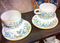 """Coppia di tazze e sottotazza con i fogliami ricavati dallo stile """"birds"""" offerta per la coppia: 50.00 euro"""