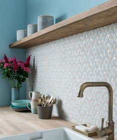 If you are looking for the perfect mosaic tile backsplash for your kitchen, . - Kitchen decoration- If you are looking for the perfect mosaic tile backsplash for your kitchen, … tile Kitchen Interior, New Kitchen, Kitchen Decor, Earthy Kitchen, Kitchen Shelves, Glass Shelves, Design Kitchen, Country Kitchen, Kitchen Cabinets