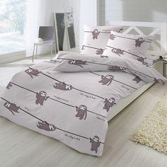 Feinbiber Bettwäsche Faultier aus besonders warmer und kuschelig weicher Baumwolle. Lustige Faultiere hängen auf der weichen Winterbettwäsche ab. Die Winterbettwäsche eignet sich toll als witziges Geschenk in der kalten Jahreszeit. #bettwäsche #bedding #tierbettwäsche #tiere #faultier #animals #animalsbedding #schlafzimmer #kinderzimmer #sleep #baumwolle #hangingaround  www.bettwaren-shop.de