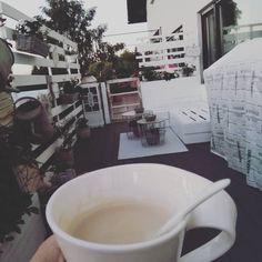 Ich wünsche euch allen einen wundervollen Start in die neue Woche ☀️💗☕ #macchiatomontag #terasse#balkon #garten #butfirstcoffee #jjinterior… Instagram, New Week, Balcony
