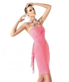 Modelo Reika. Vestidos de Fiesta Cortos. Avance Colección Pronovias 2014.   Vestido entubado en gasa bordada, rosado, escote strapless drapeado en el corpiño.