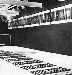 Juan Carlos Romero. Violencia, 1973  instalación gráfica, Centro de Arte y Comunicación (CAyC), Buenos Aires