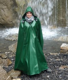 Red Raincoat, Vinyl Raincoat, Cosplay Outfits, Sexy Outfits, Capes, Mode Bcbg, Rain Cape, Raincoats For Women, Cape Coat