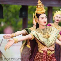 """ถูกใจ 625 คน, ความคิดเห็น 7 รายการ - @sriayodhaya.official บน Instagram: """"ภาพเบื้องหลังการถ่ายทำ บุษบาบรรณ์ ฟ้อนรำถวายเป็นพุทธบูชา ในงานสมโภชพระพุทธบาท สระบุรี…"""""""