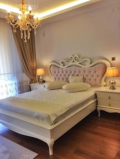 Renkli ve şık bir ev dekorasyonu. Hotel Room Design, Luxury Bedroom Design, Bedroom Closet Design, Girl Bedroom Designs, Cute Home Decor, Stylish Home Decor, Luxury Home Decor, Living Room Decor, Bedroom Decor