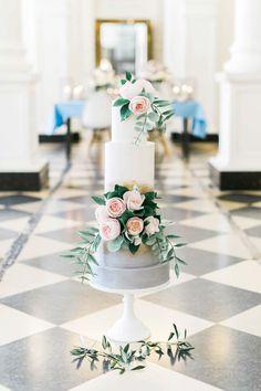 Alte Romantik & moderne Liebe in Pastell DIE HOCHZEITSFOTOGRAFEN http://www.hochzeitswahn.de/inspirationsideen/alte-romantik-moderne-liebe-in-pastell/ #wedding #inspiration #cake
