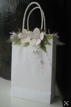 Wrapping Gift, Wedding Gift Wrapping, Gift Wraping, Wedding Gift Bags, Creative Gift Wrapping, Creative Crafts, Diy And Crafts, Paper Bag Crafts, Paper Gift Bags