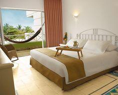 Habitación Superior, una cama. Todo el espacio y el lujo para la pareja y su familia. Alcoba con cama King y un baño. #ElHoteldeLasEstrellas
