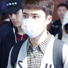 I live for low quality and airport pics . . . . . #dokyungsoo #kyungsoo #kyungie #kyungie #dyo #kai #sehun #xiumin #suho #yixing #baekhyun #chen #jongdae #chanyeol #luhan #tao #kris #kaisoo #hunhan #chanbaek #exo #exol #exok #exom #fanboy #exodokyungsoo #exokyungsoo #kpop #cute #handsome
