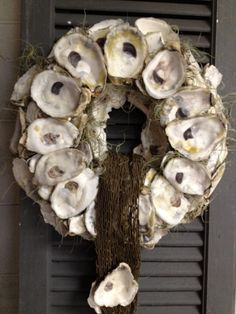 oyster shell wreaths | OYSTER SHELL WREATH - wedding conections