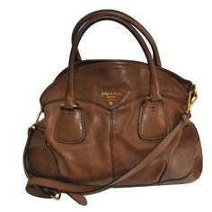 Prada Shoulder Bag (Camel)I want this so bad! Tote Backpack, Prada Bag, Leather Purses, Autumn Winter Fashion, Women's Accessories, Purses And Bags, Fashion Shoes, Shoulder Bag, Shoe Bag