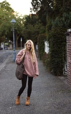 Vintage Pullover, Timberland Boots, Maison Scotch Purse