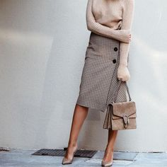 Like this skirt... Not sure I would have the courage to wear it... Or the heels...