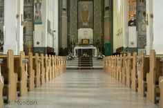 dekoracja kościoła bukieciki z gipsówki ozdabiąjace ławki
