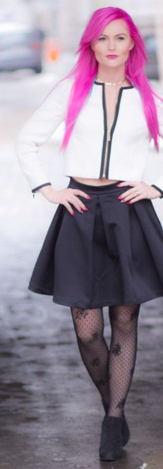 Business outfit, Ted Baker white jacket, black skirt, a-line skirt, Guess skirt, calzedonia, tights, patterned tights, high heels, guess shoes, pink hair, pink nails.