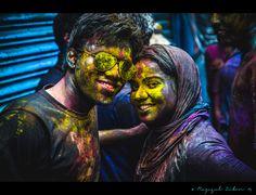 #india #holi #holiday #HoliHai #woman #love #man #couple #holifestival #inde #indien #funny ##powerholi #feteholi Holi Colors, Hai, Woman, Couples, Funny, Holiday, Fictional Characters, India, Vacations
