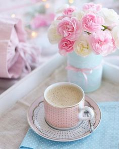 Wake up moment and warm morning coffee / tea. I Love Coffee, Coffee Break, My Coffee, Morning Coffee, Good Morning, Sunday Coffee, Pretty Pastel, Pretty Flowers, Le Cacao