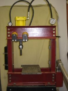 Hydraulic Press Homemade hydraulic press powered by a hydraulic cylinder and a hand pump. Frame is non-adjustable, height is adjusted via metal or wood stacks.