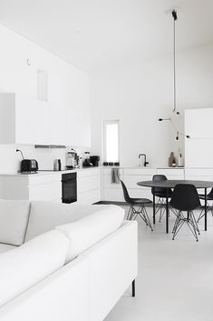 Love the gorgeous kitchen of 👈🏻 Menu Franklin chandelier available in our sale 💫 Monochrome Interior, Modern Home Interior Design, Minimalist Home Interior, Gray Interior, Stylish Home Decor, Scandinavian Home, Home Buying, Home And Living, Living Room Decor