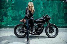 Love this cafe racer bike. Cafe Racer Girl, Style Cafe Racer, Cafe Bike, Cafe Racer Motorcycle, Motorcycle Style, Cafe Racer Honda, Lady Biker, Biker Girl, Motos Sexy
