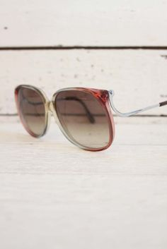 'strahlen' vintage sunglasses, made in Italy. pretty! www.sugarsugar.nl
