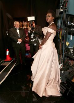 Pin for Later: Oscars 2015: You Definitely Didn't See These Moments on TV Viola Davis Celebrity Look, Celebrity Pictures, Viola Davis, In Hollywood, Backstage, Style Icons, Oscars, Photo Galleries, Awards