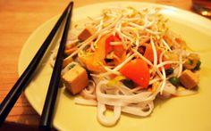 Reisnudeln mit Gemüse und Tofu - VeganBlatt