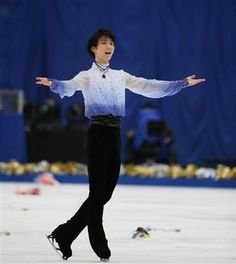 ソチ五輪フィギュアスケート男子金メダルの羽生結弦(20)=ANA=が連覇を目指す世界選手権(25日開幕、上海)へ出場することが18日、決定的になった。日本スケート連盟の小林芳子フィギュア強化部長(59)が、国内で最終調整していることを明かした。羽生は昨年末に腹部手術を受け、1月末に練習を再開したが、その後に右足首を捻挫。調整遅れが心配されていた。
