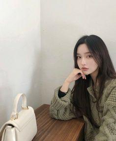 Ulzzang Girl Selca, Ulzzang Korean Girl, Korean Girl Photo, Cute Korean Girl, Cute Korean Fashion, Sacs Louis Vuiton, 3 4 Face, Pretty Asian, Fashion Photography Inspiration