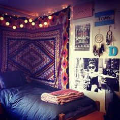 A college dorm room with a Bohemian or Moroccan theme