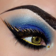 Beautifully detailed blue, black and gold eye makeup with a single gold crystal accent. Black Eye Makeup, Dramatic Eye Makeup, Cat Eye Makeup, Simple Eye Makeup, Makeup For Green Eyes, Black Eyeliner, Dramatic Smokey Eye, Green Smokey Eye, Too Much Makeup